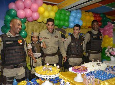 Policiais participam de aniversário de menina que sonha ser PM