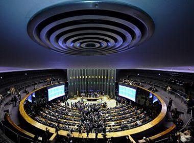 Governo cede à pressão e adia votação da Previdência na comissão especial