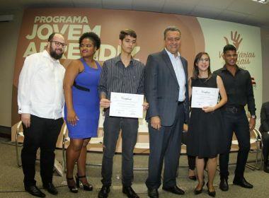 Integrantes do programa Jovem Aprendiz são certificados em cerimônia com governador