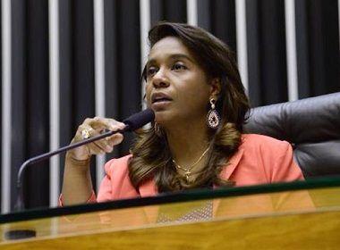 Renomeada para Semps, Tia Eron segue como deputada e vota em urgência de reforma