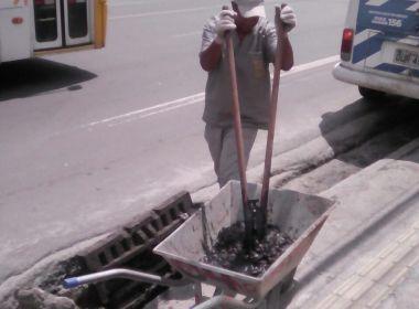 Com chuva, Seman realiza serviços de poda, drenagem e tapa-buracos em Salvador