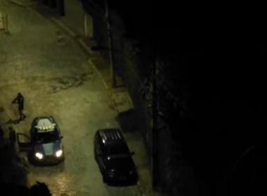 Vídeos mostram PMs agredindo homens desarmados durante abordagem em Salvador