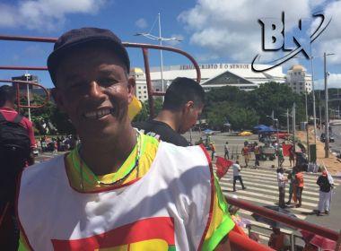 Contratado pela APLB para agitar manifestação, Adailton Poesia defende greve