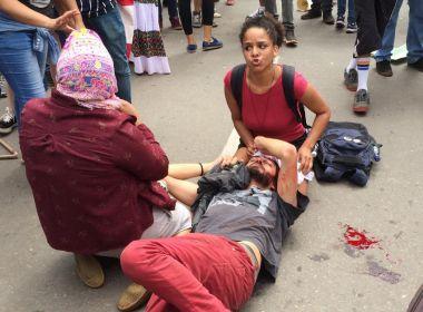 Policial que agrediu estudante em protesto é afastado; caso aconteceu em Goiás