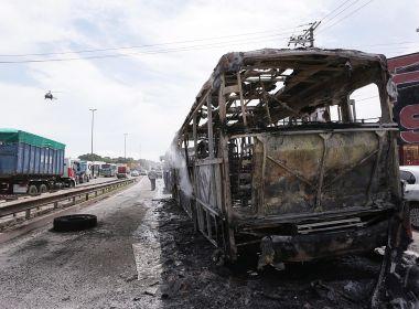 Após ação da PM com 44 presos no Rio, oito ônibus e dois caminhões são incendiados