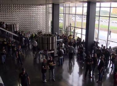Grupo de agentes penitenciários invade Ministério da Justiça; veja vídeo