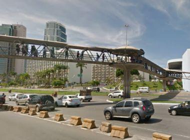 Homem é morto a pauladas na passarela do metrô na região do Iguatemi