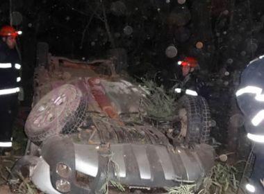 Dois ficam feridos após capotamento na BR-135 em Barreiras