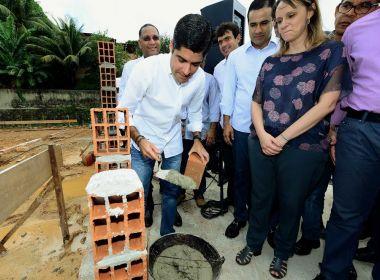 Prefeito assina ordem de serviço para reconstrução de escola no Alto do Cabrito