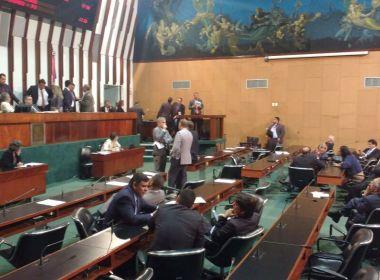 Deputados pedem vista e adiam votação de projeto sobre licença médica