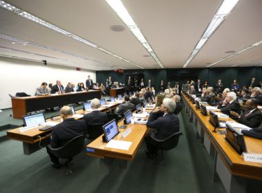Comissão conclui votação da reforma da Previdência e texto segue para o plenário