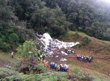 Sobreviventes de acidente da Chapecoense visitam local da queda do avião