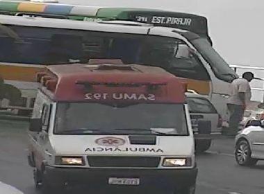 Acidente entre van escolar e ônibus deixa quatro feridos na Barra