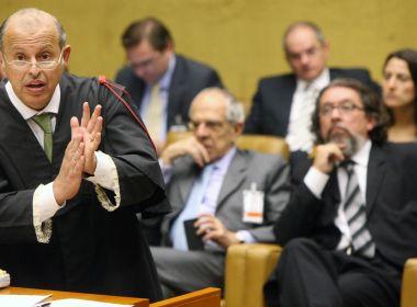 Pedido de afastamento não tem base na Constituição, diz advogado de Aécio
