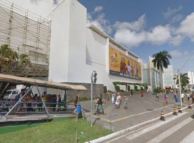 Grupo se reúne em frente ao Shopping da Bahia em protesto contra Michel Temer