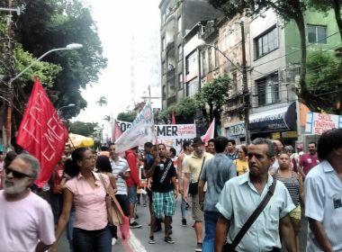 Manifestantes fazem caminhada contra governo Temer na Avenida Sete
