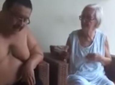 Bacharel em direito flagrado em vídeos agredindo mãe de 84 anos é preso