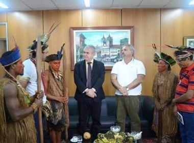 Tribos indígenas da Bahia fazem acampamento na AL-BA por educação e demarcação de terras