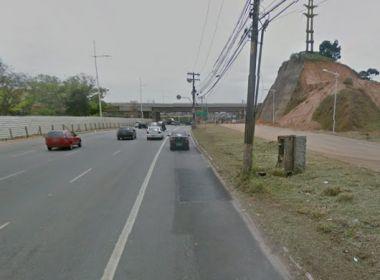 Colisão na Paralela deixa dois feridos e trânsito congestionado