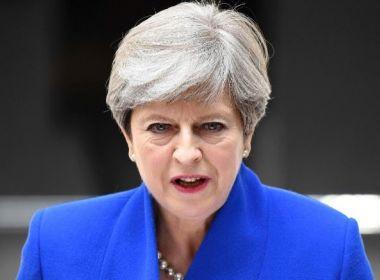 Assessores de Theresa May pedem demissão após 'enorme decepção' eleitoral