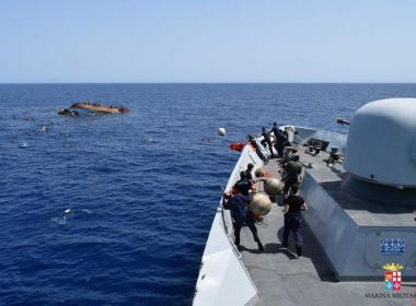 Pelo menos oito pessoas morrem e dezenas desaparecem em naufrágio na Líbia