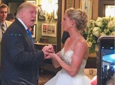Trump entra de penetra em casamento nos EUA; festa ocorria em seu clube de golfe