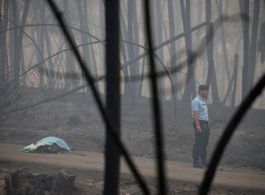 Quase dois mil bombeiros operam para apagar fogo que matou mais de 60 em Portugal