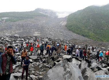 Deslizamento de terra deixa pelo menos 140 pessoas soterradas na China