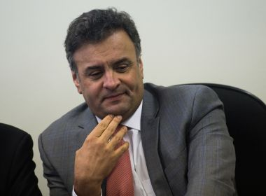 SENADOR AÉCIO NEVES REASSUME CADEIRA NO SENADOR