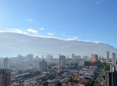 Nuvem 'tsunami' encobre céu e surpreende moradores de cidade em São Paulo