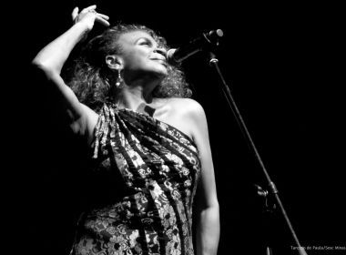 Com 50 anos de carreira, 'cantriz' Zezé Motta faz show em tributo à 'Divina' Elizeth Cardoso