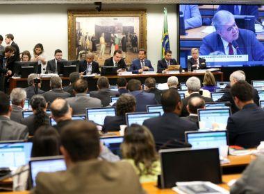 Comissão da Câmara aprova relatório que recomenda rejeição da denúncia contra Temer