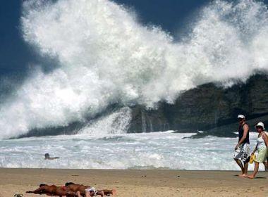 Aviso de ressaca: Litoral baiano pode ter ondas de até 2,5m até esta quarta