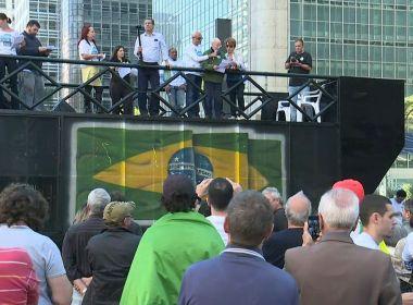 Manifestantes realizam ato na Av. Paulista contra a corrupção e em apoio à Lava Jato
