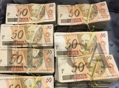 Revista publica fotos das malas com dinheiro pago a emissários de Temer, Aécio e Funaro