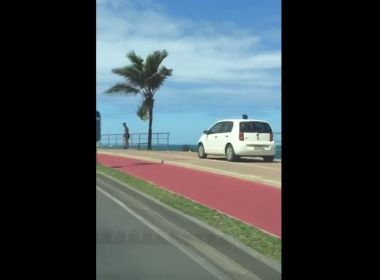 Idosa de 78 anos flagrada dirigindo no calçadão da Barra não poderá receber multa