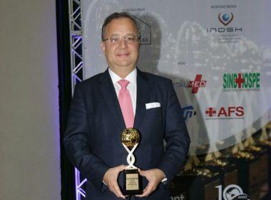 Healthcare Management: Vilas-Boas recebe prêmio Personalidade do Ano - Gestor da Saúde