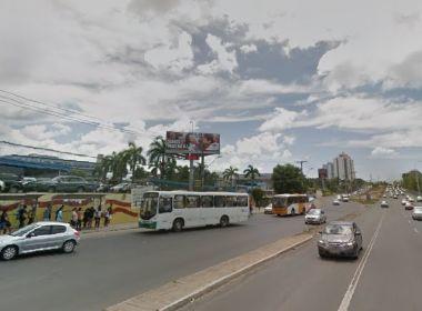 Polícia troca tiros com suspeito de assalto perto de faculdade na Avenida Paralela