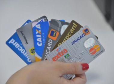 Juros do rotativo do cartão caem para quem paga a fatura em dia: 223,8% ao ano