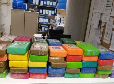 PM apreende R$ 1 milhão em pasta base de cocaína após abordagem em blitz