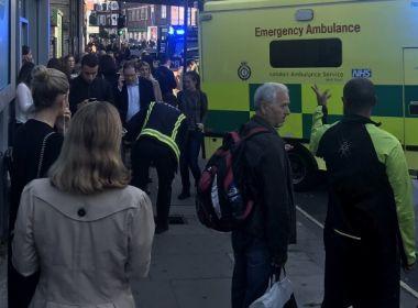Explosão deixa feridos no metrô de Londres; polícia trata caso como terrorismo