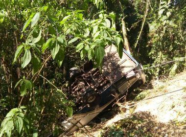 Ubatuba: Ônibus com mais de 30 pessoas tomba em serra; ao menos 3 morrem