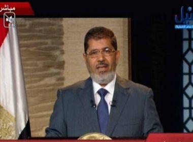 Ex-presidente do Egito tem prisão perpétua confirmada por transmitir informações sigilosas