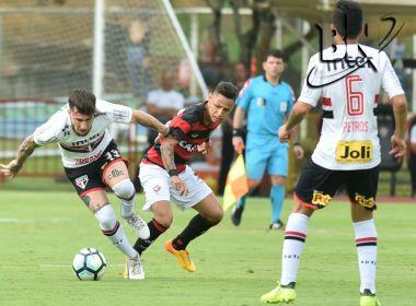Defesa cochila e o Vitória sofre revés diante do São Paulo em 'jogo de seis pontos'