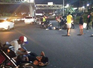 Mulher morre e três ficam feridos após se jogarem de ônibus para fugir de assalto