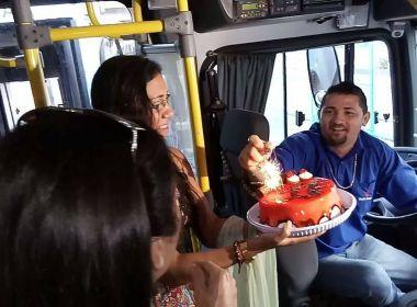 Passageiros fazem aniversário surpresa para motorista de ônibus em Fortaleza