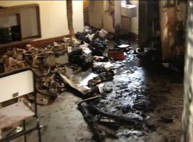 Professora morta em incêndio de creche é enterrada como heroína