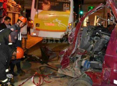 Colisão entre van e ônibus mata motorista em Vitória da Conquista