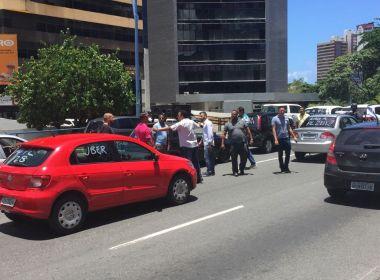 Motoristas do Uber fazem carreata em protesto a projeto que regulamenta transporte privado