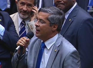 Durante voto contra Temer, Fernando Torres pede Rodrigo Maia como presidente do Brasil